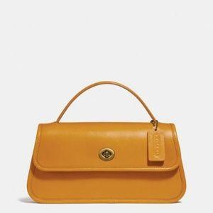 Coach. Yolk turn-lock crossbody purse/clutch.